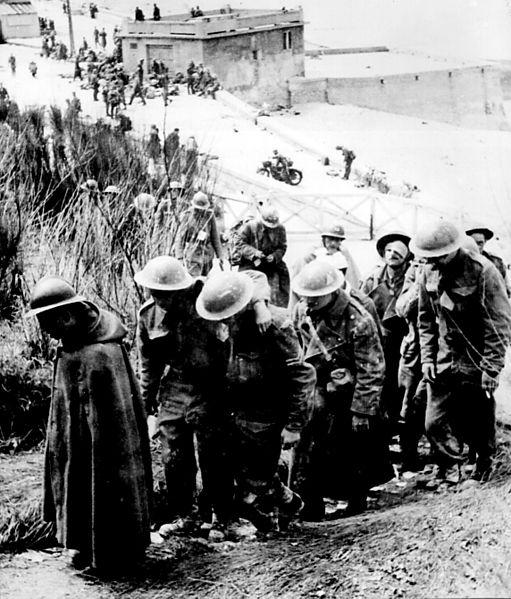 511px-British_prisoners_at_Dunkerque,_France