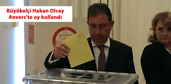 Büyükelçi Hakan Olcay Anvers'te oy kullandı