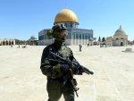 Photo of İsrail askerleri Mescid'i Aksa'yı bastı